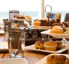 eten-en-drinken-hightea-strandhuis-wijk-aan-zee